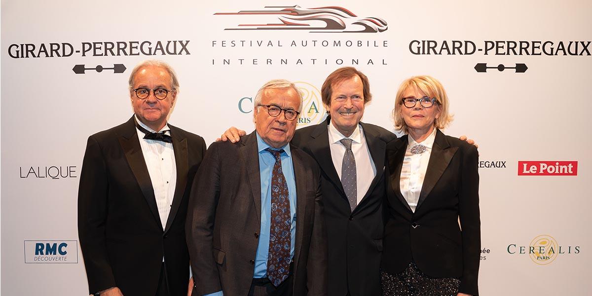 de gaucbe à droite ; Rémi Depoix (Président du Festival), Jean Claude Dassier (membre du Jury), Hubert Auriol (pilote automobile), Véronique Depoix